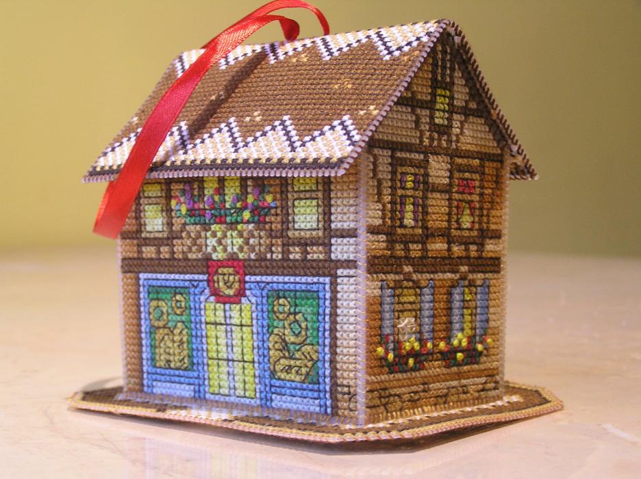 раз вышивала такой домик,