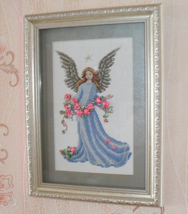 Вышивка ангел в розах
